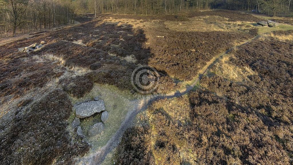 Hunebedden D38 (linksboven), D39 (voorgrond) en D40, Emmerveld, Valtherbos, Emmen (Drenthe)